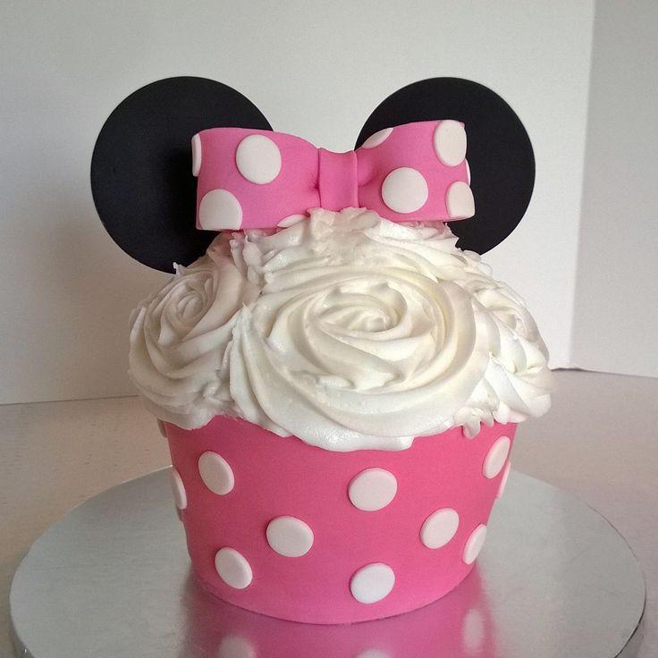 Minnie Mouse Smash Cake www.facebook.com/pinkteaspoon