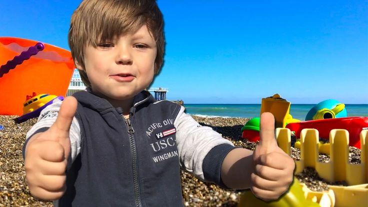 Играем на пляже в игрушки с песком  Прогулка и активный отдых Егора на м...
