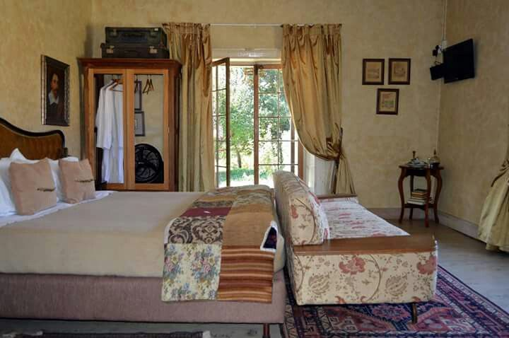 The new look of our Great Escape room.  The comfort includes an extra long king size bed en suite  #accommodation  #guesthouse #freestate  #deoudehuizeyard