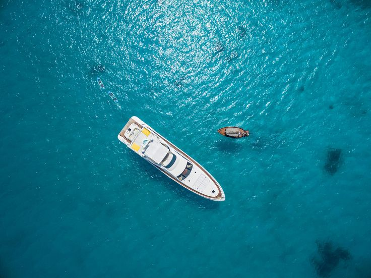 Let's fly over a Yacht! #luxurystyle #luxurylife #luxurytravel #luxuryhotel #hoteldesign #designmagazines #exclusive #luxury #luxurylifestyle #luxuryliving #dronephotography #aerialphotography #photooftheday #photography #beautiful #followme #instagood #leisure #style #stylegram #instadaily #picoftheday  #yacht #yachtes #maldives #ocean #sea #beaches #reef @chevalblancofficial @chevalblancrandheli Photo: @fabrizionannini 2016