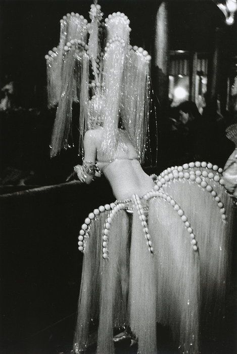 The Follies circa 1920. Photograph by Édouard BoubatPhotographers, Photos, Fashion Style, Showgirl, Paris France, Crazy Horse, Édouard Boubat, Vintage Costumes, Costumes Ideas