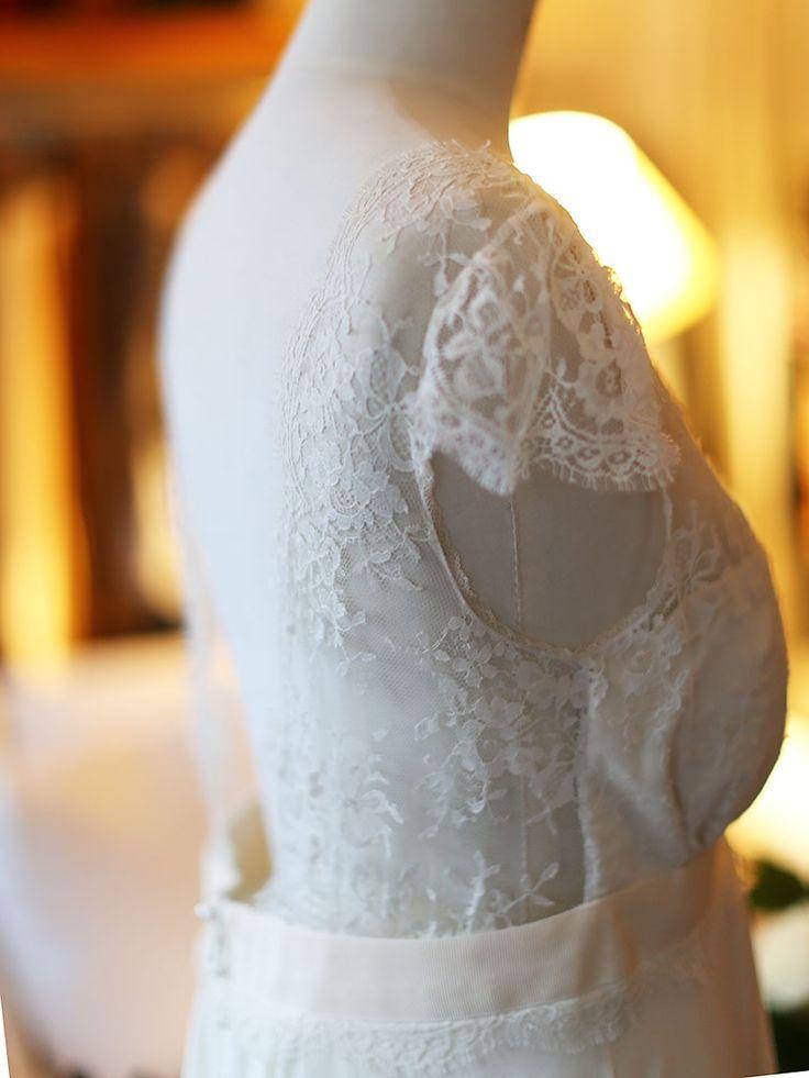 laure-de-sagazan-ruiz-ecru-white-fine-lace-and-silk-wedding-dress-retail-price-2850-size-38.jpg (825×1100)