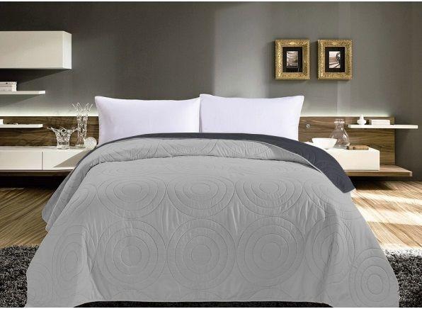 Kvalitní oboustranné přehozy na postel šedé barvy