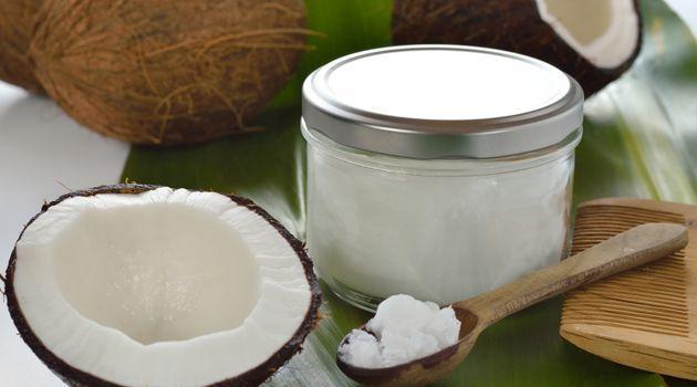 Thumb Mistura de óleo de coco com própolis para deixar seu rosto alguns anos mais jovem