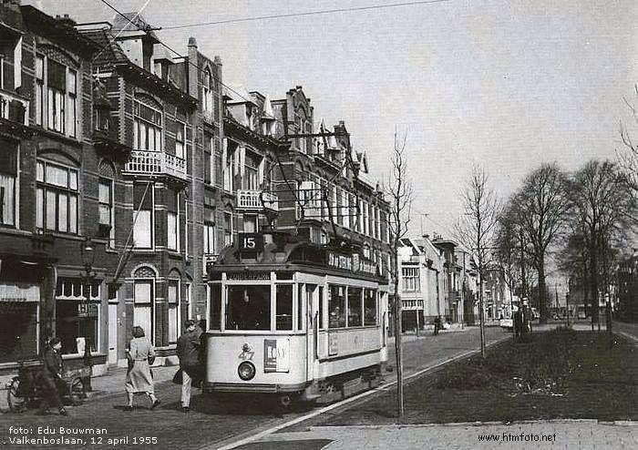 Lijn 15 richting Zuiderpark op de Valkenboslaan ter hoogte van de Edisonstraat, 1955.