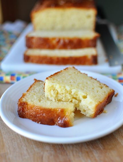 Lemon Yogurt Bread // perfect for a quick breakfast, brunch or afternoon coffee.