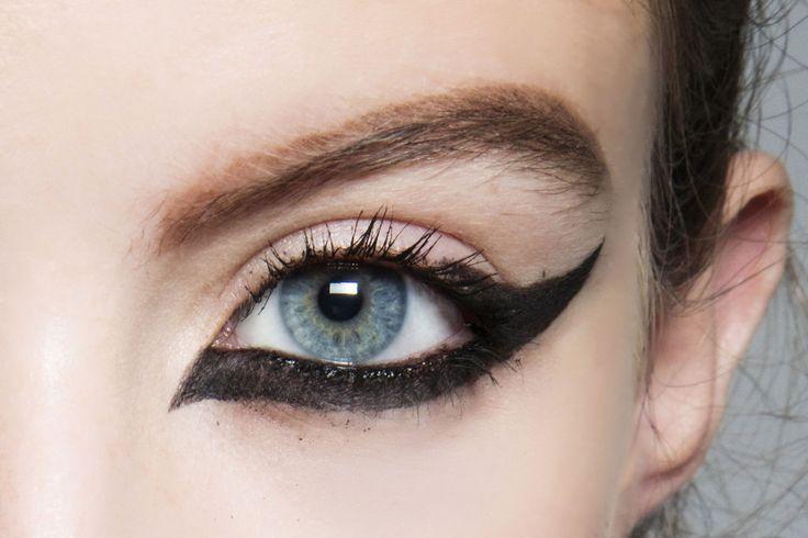 L'eyeliner ad ala solo all'esterno