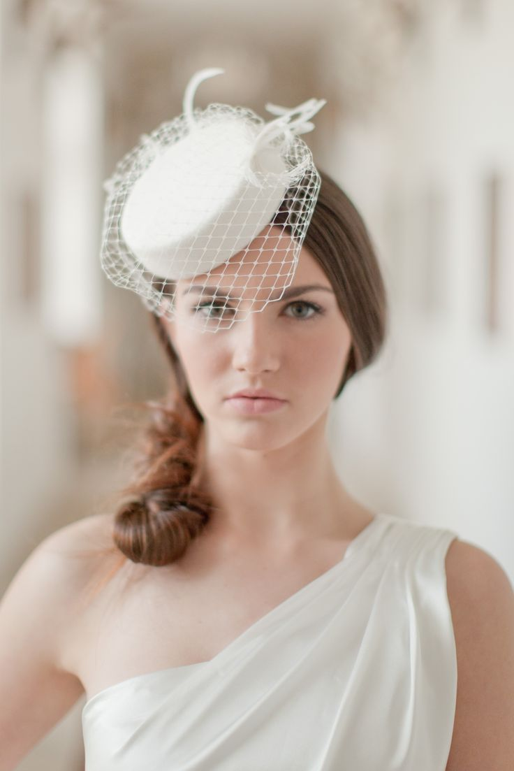 The bridal pillbox is made of millinery buckram covered with wool fabric in ivory colour. The hat is adorned with curled feathers and small rhinestone brooch. The veil reaches just to the eyes.   All my hats are completely hand made. I also create my own hat blocks for moulding cocktail hats. If you would like to have a different size or design for your hat or flower, contact me please with your request.