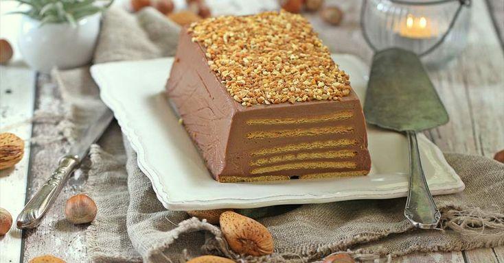 Aprende a preparar Tarta de galletas y chocolate con leche  con las recetas de Nestle Cocina. Elabórala en casa con nuestro sencillo paso a paso. ¡Delicioso! #NestleCocina