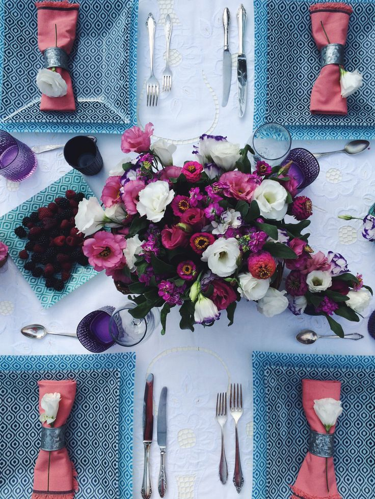 Summer in the garden tabletop. Blue, square plates. Cutlery for four. Eustoma bouguet and vintage cutlery, Outdoor event