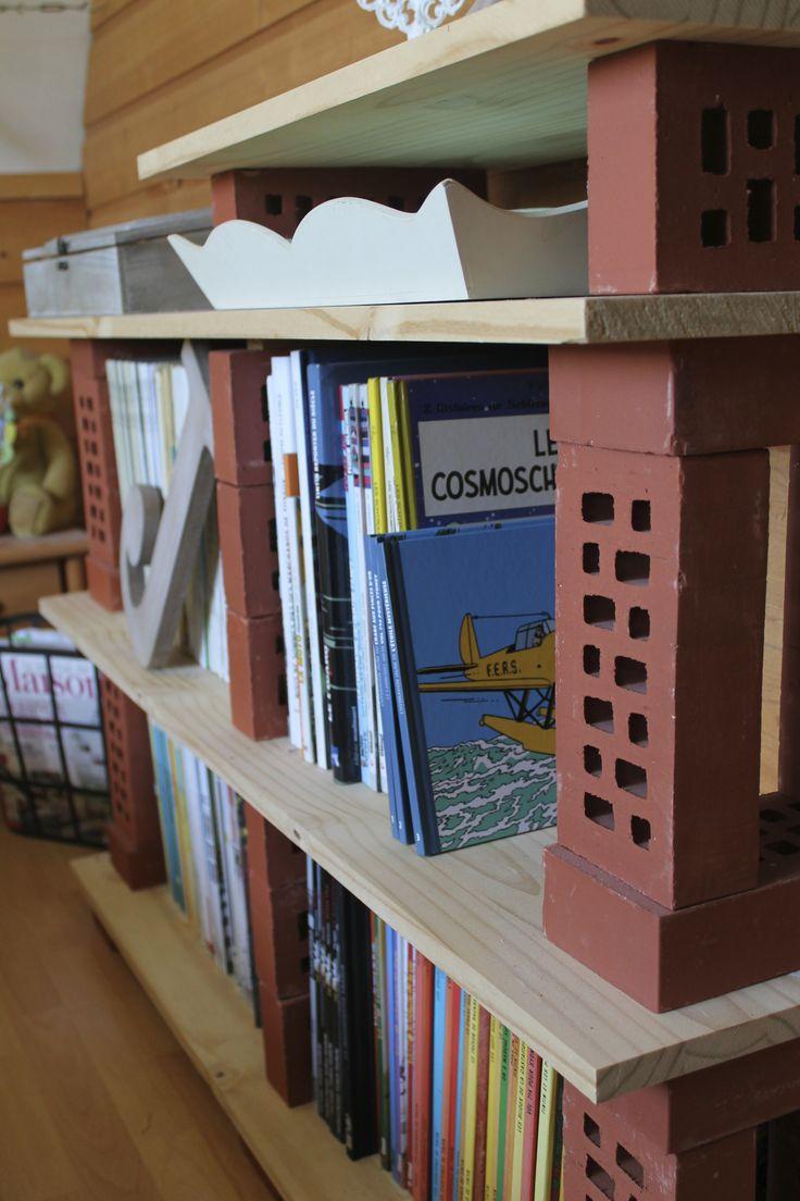 Etagere de bois et de brique...100% facile tout sur http://julesetoscar.canalblog.com