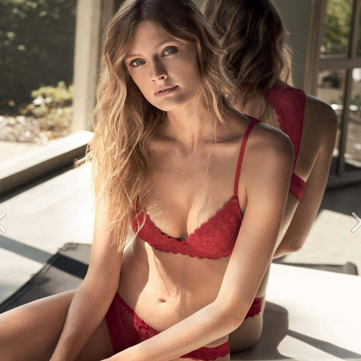 Lady in red @constancejablonski looks stunning in this awesome Etam 2017 campaign ���� Alessandra Ambrosio http://misstagram.com/ipost/1647044595660710980/?code=BbbelVVlWRE