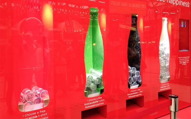 Dispenser gives out free T-shirts in latest Coca-Cola campaign