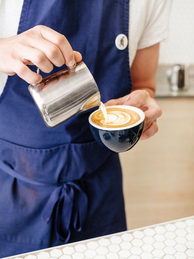 Recently expanded to nearly double its size with the equally stylish next door addition, this specialty coffee shop offers a daily selection of some of the finest roast coffee beans from around the globe. Birdie Food and Coffee Geneva.