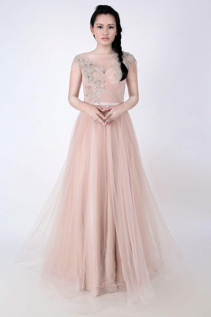 Dress panjang berwarna peach rose yang dilengkapi dengan details dan lace.   Designed by My Muse By Yofi   Ukuran: - lingkar dada: fit to 86cm - lingkar pinggang: fit to 73 cm - lingkar pinggul : fit to 94cm ( Fit to size M )   Retail price: Rp 6.000.000  Rental price: Rp 1.000.000  Pesan dengan format  Nama: Nama/Kode Baju: Tgl pemakaian: Email:  Alamat:  No. Hp: Payments: BCA/mandiri  (Harap sertakan foto ktp pemesan)  Untuk Pemesanan (Q/A) LINE ID: asri.anggrayni Whatsapp: 081311334846