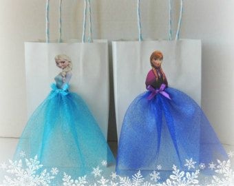 Elevate your Frozen Fever party with these very cute and artsy birthday favor bags! Bag is made of paper, decorated with Frozen graphics and tulle skirts for Elsa and Anna.  You will receive 5 Elsa and 5 Anna bags.  Bag measures (excluding handle) 8.5 H x 5.25 W x 2.75 depth. Handle has 4 drop. If you need a bigger size, let me know prior to purchase.  Please allow 1-2 weeks or less to get this project done, plus shipping time. If there is anything you want to add (with extra fee), let me…