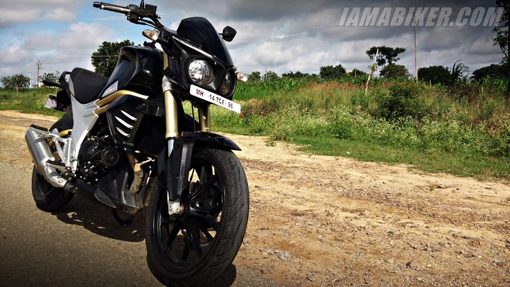 First ride report of the Mahindra Mojo along with its specs and expected on-road price.