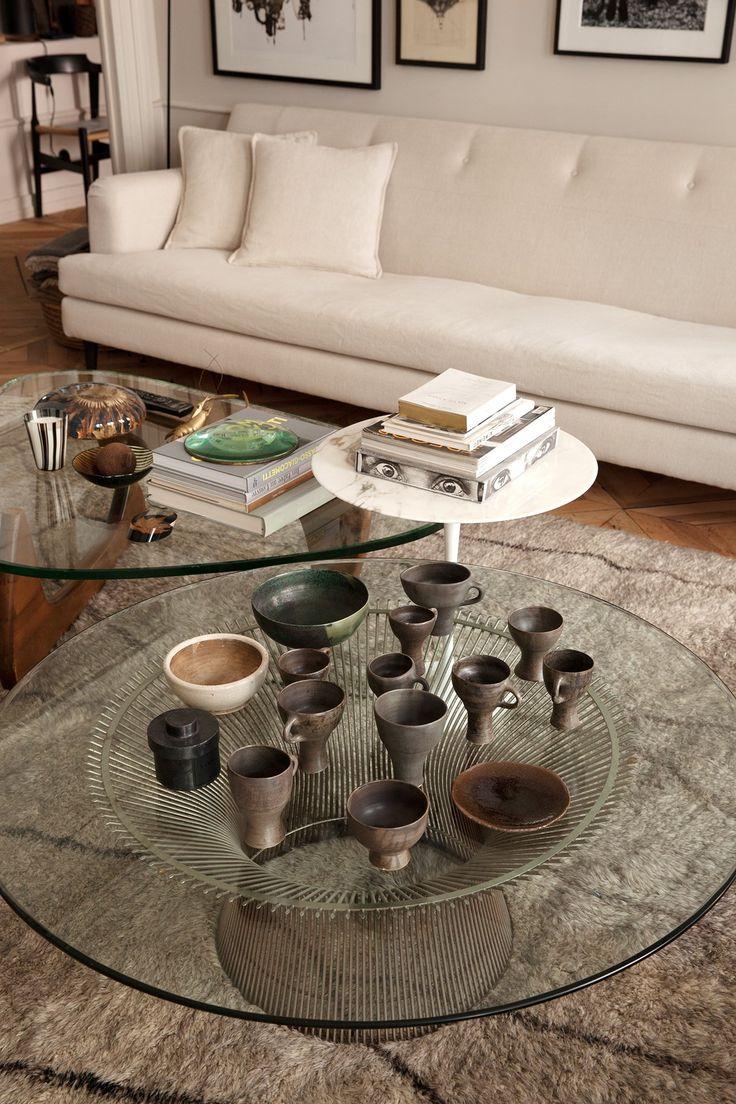 Salon Table basse en verreMaison Hand Céramiques Canapé blanc Tableaux Emmanuel Martin et Stéphane Garotin Lyon