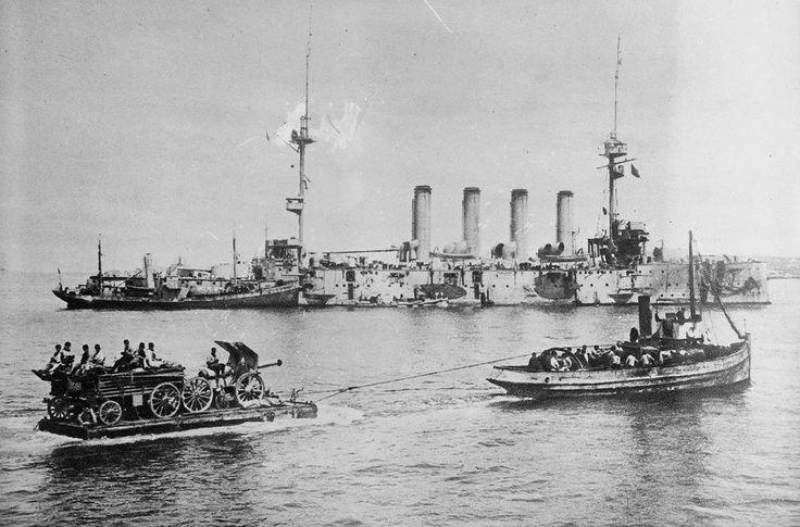 Landing a 155 mm gun at Sedd-el Bahr. Warships near the Gallipoli Penninsula, Turkey during the Gallipoli Campaign