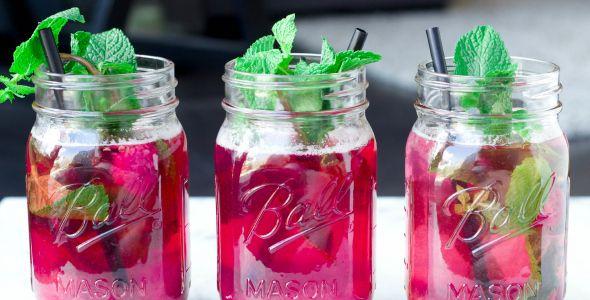 Gezonde limonade met framboos en munt