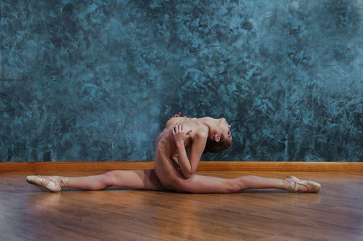 nude girl doing split imagefap
