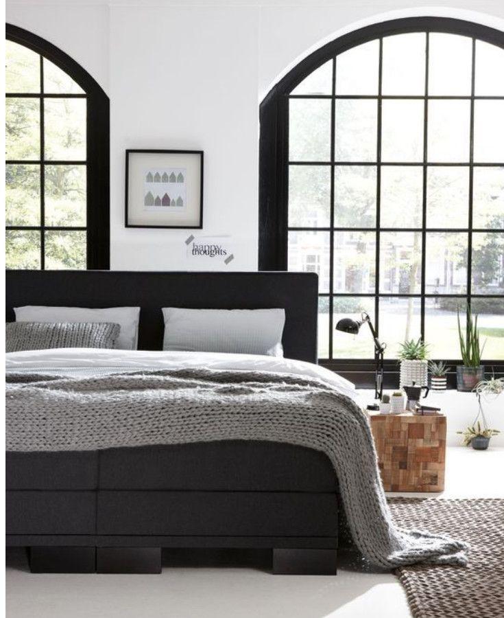 slaapkamer een zwarte boxspring is een mooie toevoeging aan je slaapkamer en past perfect in een industrile en scandinavische woonstij