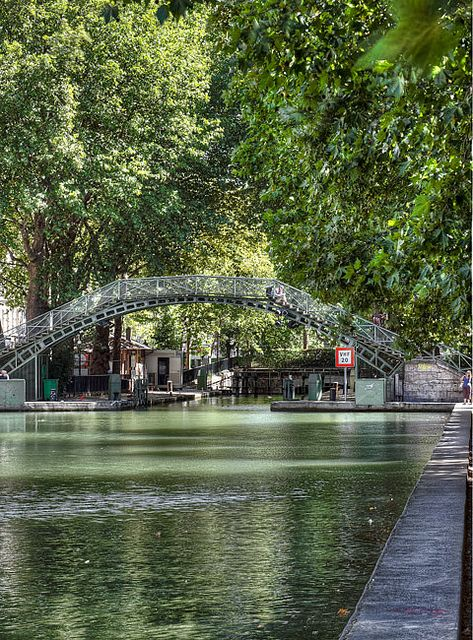 Canal Saint Martin, - Canal St Martin 4.5 km links Canal de l'Ourcq (108km waterway in eastern suburbs) with Seine