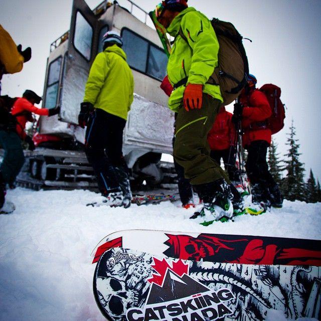 Loading up at @bigredcats #Catskiing with #catskiingcanada crew @catskiing @laundromatstudios  @khphotgraphy #Catskiing #skibc #explorebc #skis #skier #mountains #powderskiing