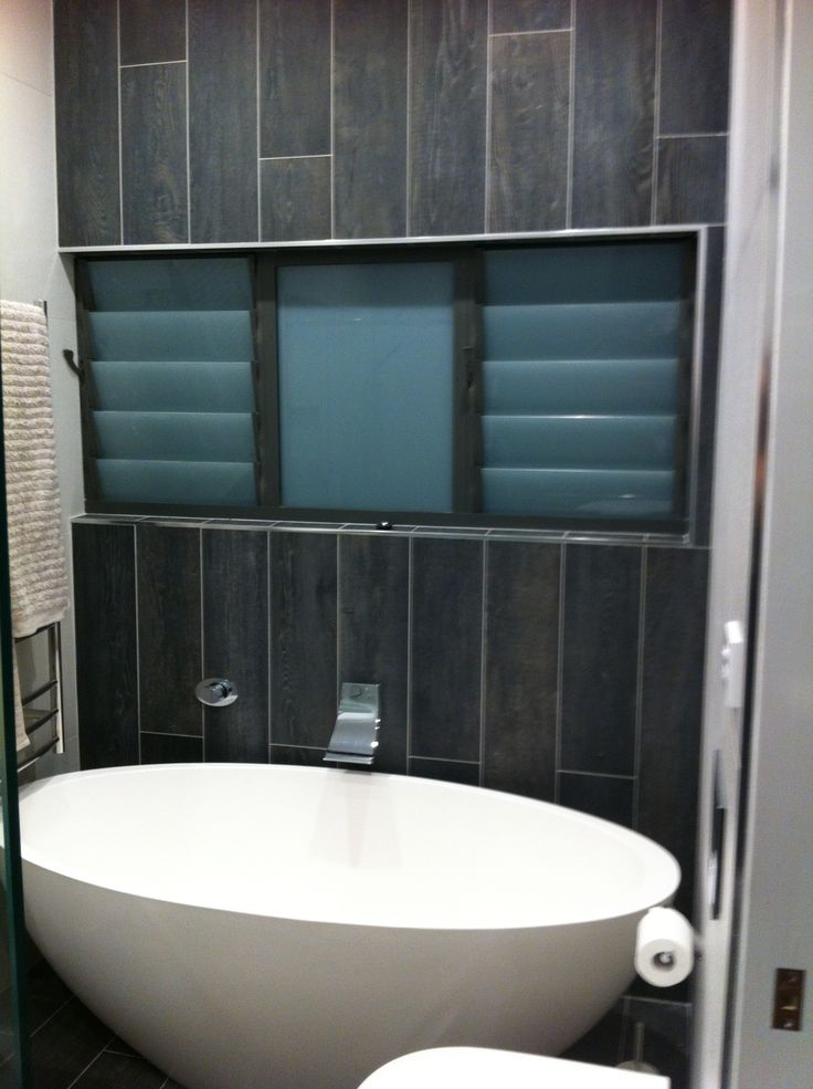 Freestanding bath with wall spout