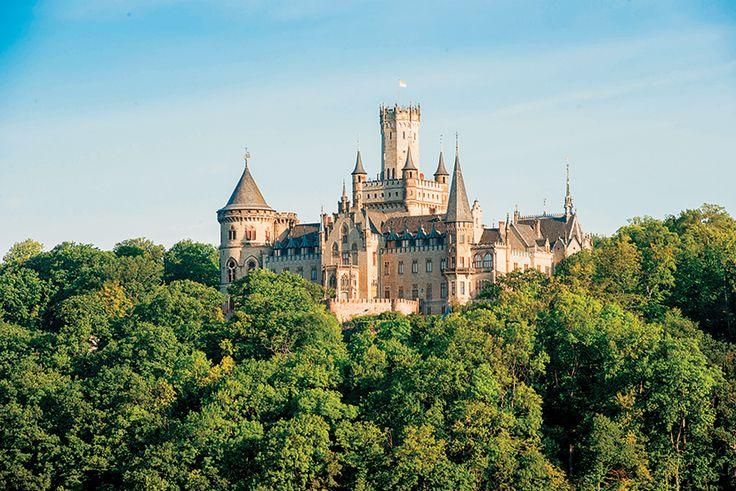 El castillo de Mariemburg, de estilo gótico, fue un regalo del rey George V de Hanover a su esposa Marie y es el símbolo de la dinastía. Data de 1867 y posee obras de maestros de la pintura más el mobiliario y las joyas del reino de los güelfos. Foto: Schloss-Marienburg.de