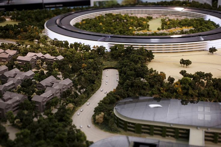 apple unveils scale model of cupertino spaceship campus