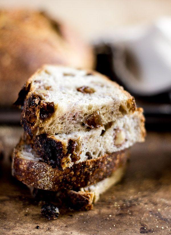 A delicious recipe for country sourdough with walnuts and raisins. Med kanel, pistacienødder og tørret abrikos