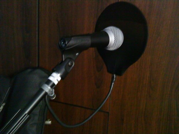 DIY Cheap Microphone Pop Filter