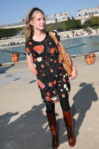 Melanie Laurent Photos: Chloe - Paris Fashion Week Spring/Summer 2008 - Arrivals & Front Row