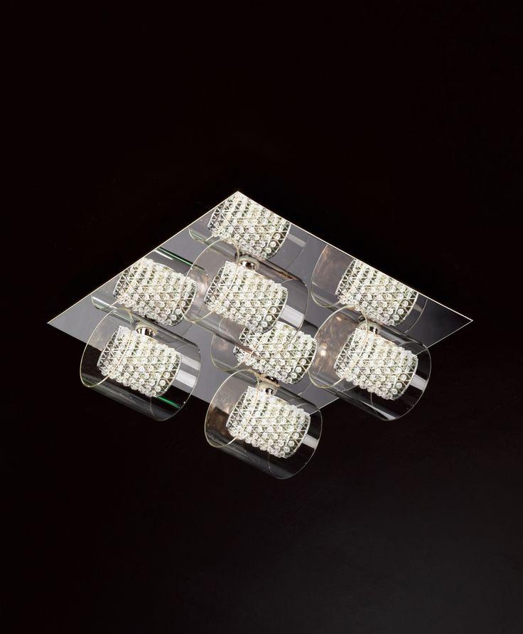 Lampy Zuma Line Corina to wyjątkowe połączenie stali nierdzewnej i szkła. Dzięki ciekawemu designowi Corina nada Twoim wnętrzom niepowtarzalnego klimatu i wyglądu. Nasi projektanci dołożyli wszelkich starań, aby lampa ta była perfekcyjna do ostatniego milimetra.