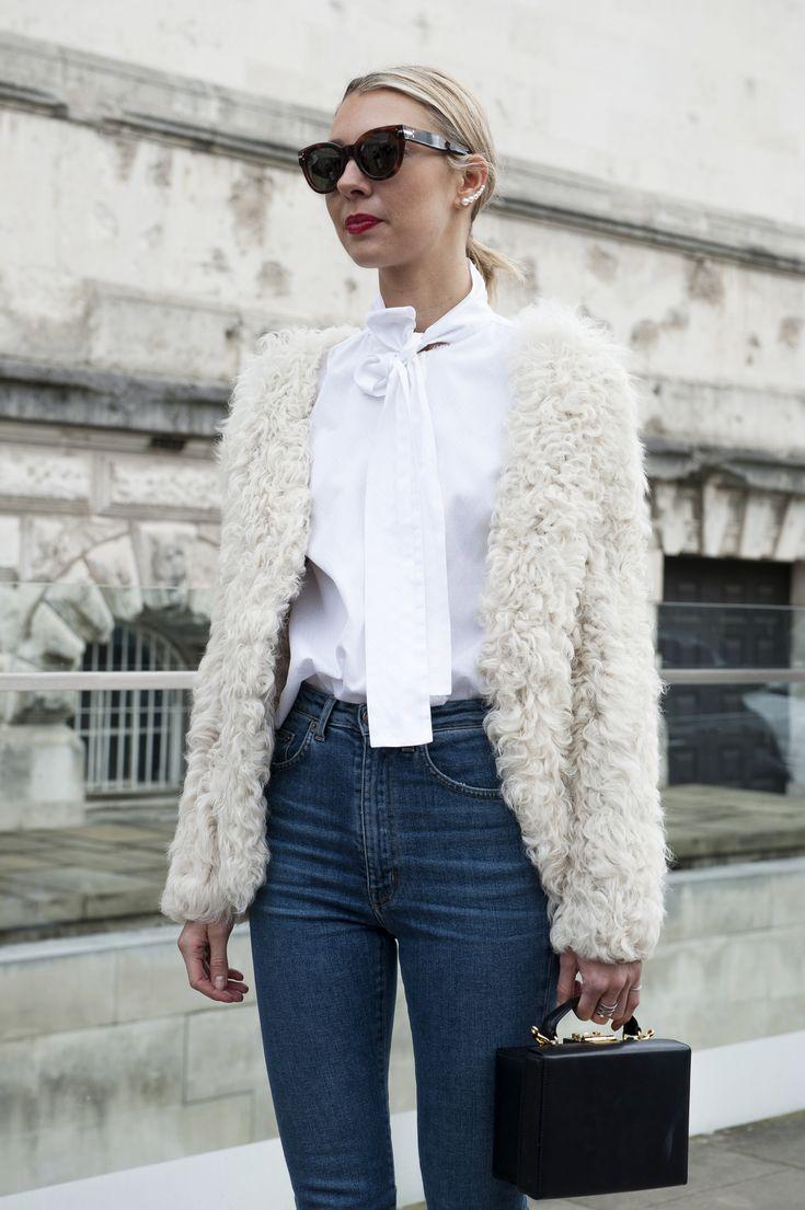 Street fashion: koszule wiązane na szyi, fot. Imaxtree