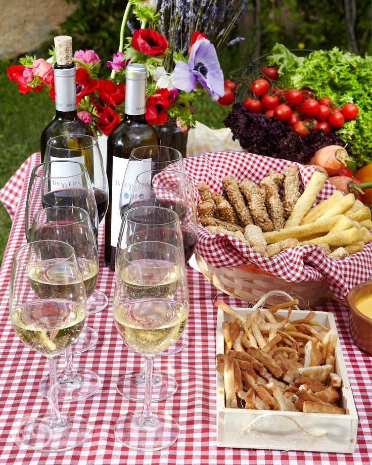 Wine, pretzels and dips. Select from our local and international winelist from famous and new vineyards. We make daily pretzels & dips just for your and your picnic! ARIA Fine catering is the #no 1 catering in Greece.
