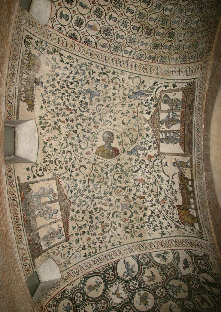 Mausoleo di Santa Costanza, Roma. Mosaico. IV sec. I mosaici di Santa Costanza sono i più antichi mosaici monumentali cristiani sopravvissuti a Roma (360). . I grappoli di uva simbologia eucaristia.