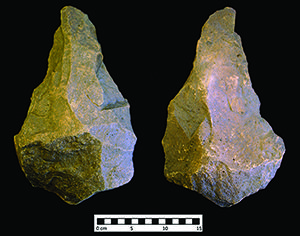 A large handaxe from Wadi Dabsa and early hominin adaptations within the Arabian Peninsula | Antiquity | Cambridge Core  Recent discovery, at Wadi Dabsa, of an exceptional assemblage of over 1000 lithic artefacts, including the first known giant handaxe from the Arabian Peninsula. The site and its associated artefacts provide important new evidence for hominin dispersals out of Africa, and give further insight into the giant handaxe phenomenon present