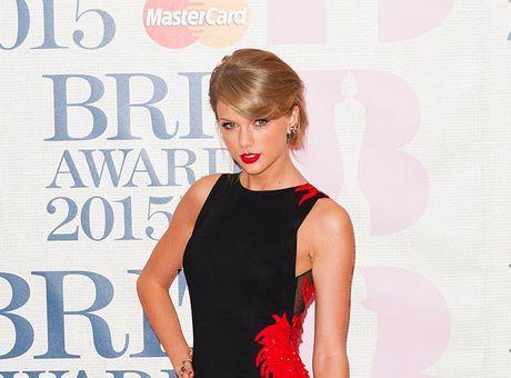 Taylor Swift achète des domaines pornos à son nom