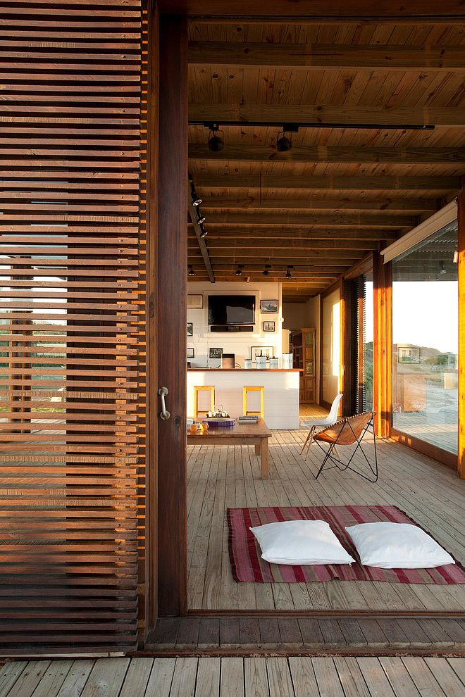 ...---===|||===---... Beach House by Martin Gomez Arquitectos