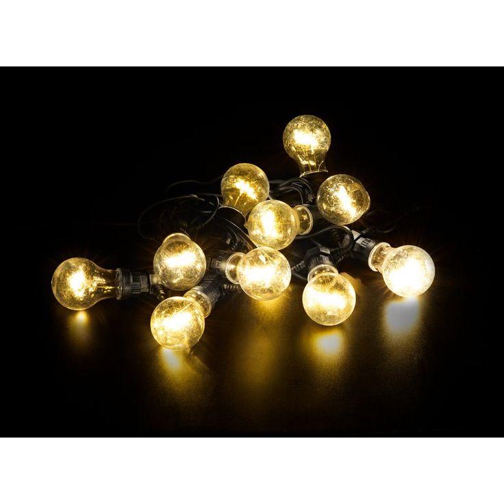 Utendørstilpasset lyskjede som er utstyrt med ti lyspæreformede lyskilder og en solid gummikabel. Den fungerer godt som en kombinert lyskilde og dekorasjon og kan selvfølgelig brukes både innendørs og utendørs. Lyspærene er fordelt med 50cm og hver av dem inneholder fem integrerte LED-lyskilder. Trafo inkl.