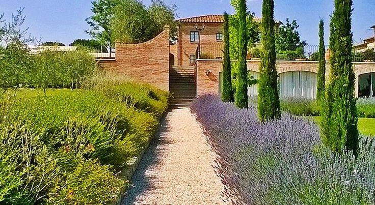 €150 Sita a 20 minuti di auto dal centro di Cortona, la Casa Vacanze La Fiorita offre appartamenti a ristorazione indipendente, la connessione WiFi gratuita in...