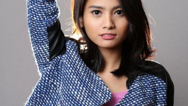Acha Septriasa Nyanyi Lagu Bulan Terbelah di Galeri Indonesia Kaya Grand Indonesia Mall