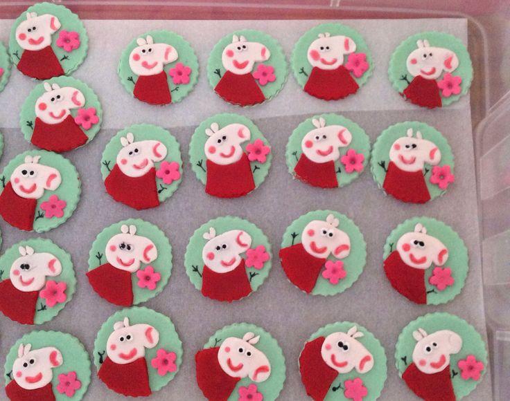 Peppa pig cupcake topper