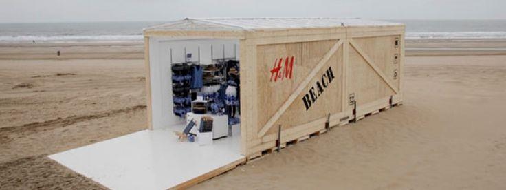 Een mobiele container opgebouwd tot verkoopkanaal. H&M kan op het strand badkleding verkopen met mooi weer.