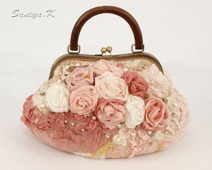 """Сумочка """"Фарфоровая"""" женская валяная - бежевый,цветочный,купить сумку валяную"""