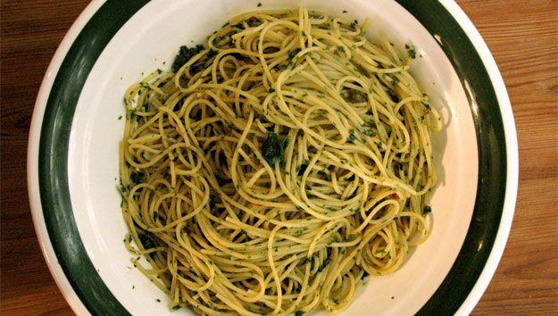 Spaghetti with garlic and olive oil (spaghetti aglio e olio)