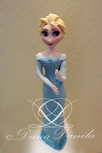 Fondant figure of Elsa (Disney Frozen Cake)