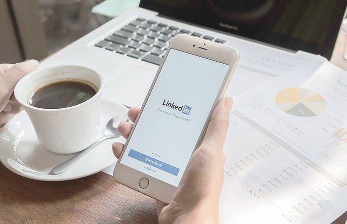 Parece que LinkedIn también quiere subirse a la ola de los videos, el formato de moda en las redes sociales. Una recientes pruebas en Estados Unidos confirman que la red social propiedad de Microso…